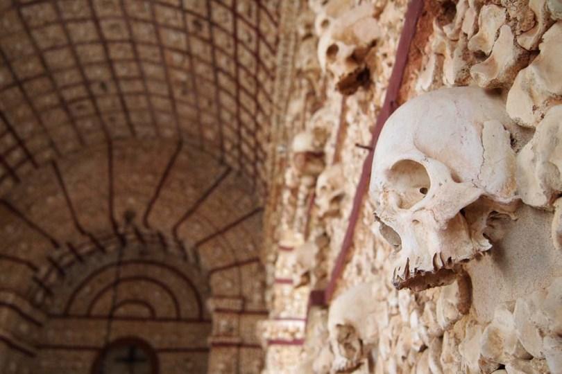 Die Knochenkapelle Capela dos Ossos in Faro