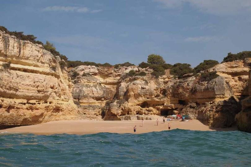Strand an der Steilküste bei Albufeira - Portugal, Algarve