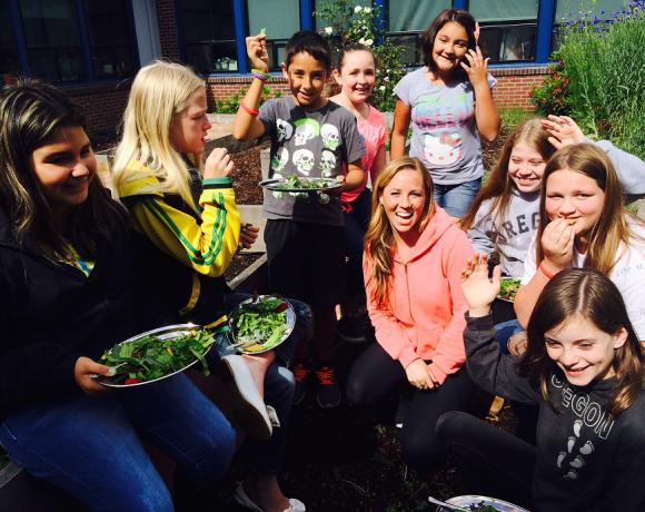 Volunteer Spotlight: Phoebe McCarter!