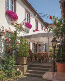 Gasthaus Sonne GartenRoseneingang
