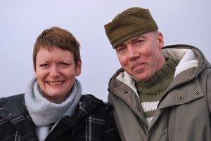 Richard Hurding und Sarah Phillips auf der Plattform: Das BIORAMA-Projekt in Joachimsthal verbindet Kunst, Design und Tourismus mit der Natur. Die Aussichtsplattform auf dem Wasserturm ermöglicht eine unverbaute Sicht auf den Grimnitzsee, den Werbellinsee und die umgebende Landschaft. Foto: Petra Elsner