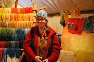 """Grit Jänisch-Martens verrät: """"Mich reizen total die Grüntöne. Man kann x-verschiedene Gelbtöne haben und x-verschiedenen Blautöne, die mischt man zu Grün, aber umso ein zartes Frühlingsgrün der Birken zu erzielen, muss  ich experimentieren und das ist es, was ich liebe."""" Foto: Lutz Reinhardt"""
