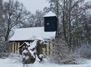 """Winterliches """"Kirchlein im Grünen"""" in Alt Placht. Foto: Petra Elsner"""