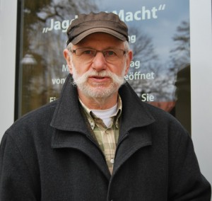 """Helmut Suter Leiter des Schorfheidemuseums: """"Das ist das eigentliche Geheimnis der Schorfheide - wenn Jäger auf Pirsch sind, finden sie immer eine Basis miteinander zu sprechen. Foto: pe"""
