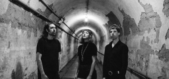 """Never Coming Back"" ist die erste Single vom neuen A Place To Bury Strangers Album ""Pinned"""