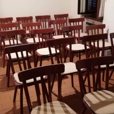 Neue Stühle für die Turmschule