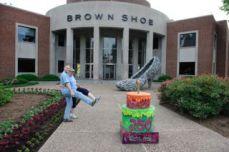 Famous Footwear : Brown Shoe Company