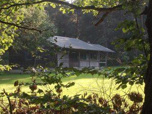 hudehütte vor dem Brand