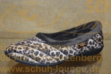 Dieser moderne graue Hausschuh überzeugt durch sein auffälliges karriertes Leopardenmuster. Am oberen Rand hat er eine flauschige Zierkante. Er hat eine rutschfeste Gummisohle mit einem Absatz von 15 mm und das Innenfutter aus 100 % Polyester ist flauschig weich. Damit bekommen Sie sicher keine kalten Füße in der kühlen Jahreszeit.