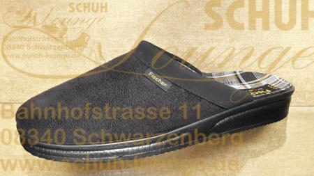 Eine schlichte schwarze Pantolette von Fischer mit einem 25 mm hohen Keilabsatz. Sie ist aus weichem Velouran gefertigt und hat ein schwarz/braun kariertes Innenfutter. Dank ihrer leichten PU-Sohle ist sie angenehm zu tragen.