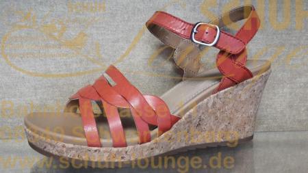 Ein bequemer Alltagsbegleiter an heißen Sommertagen ist diese rote Ledersandalette mit Keilplateau aus Kork.