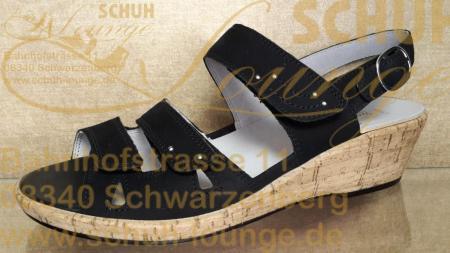 Mit drei Klett- und einem Fersenriemen sorgt diese modische Sandalette, aus schwarzem Wildleder, für optimalen Halt und perfekten Sitz.