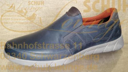 Dieser sportlich, elegante Slipper überzeugt durch seine dezente blaue Farbe und seine Leichtigkeit.