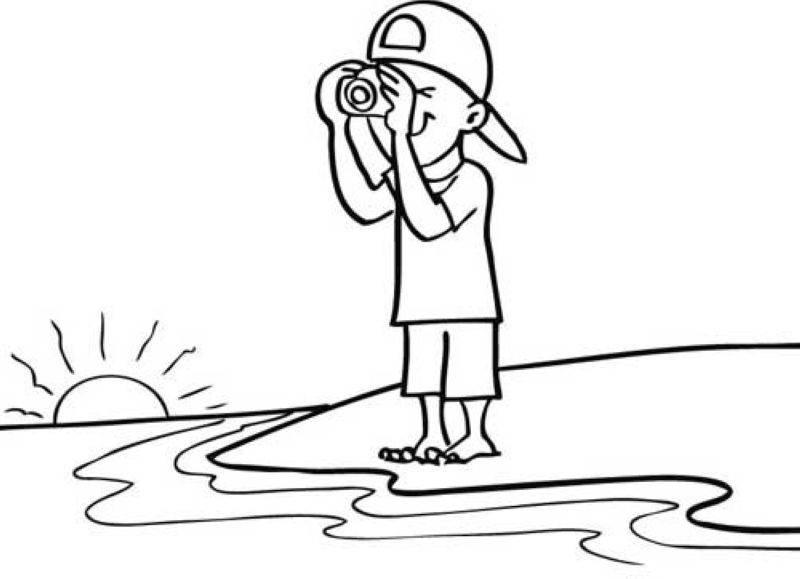 Kostenlose Malvorlage Sommer Kind mit Schwimmreifen zum