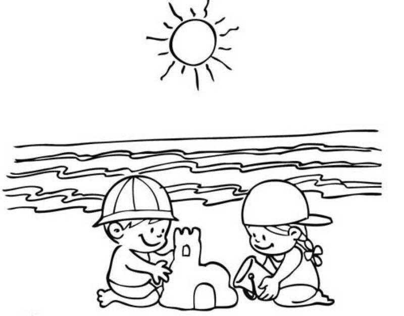 Ausmalbild Sommer Kinder bauen eine Sandburg kostenlos