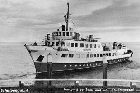 De Dageraad was een groot schip voor de kleine haven van Oudeschild. Ook de moderne voortstuwing met een verstelbare schroef bleek nog weleens lastig te zijn.