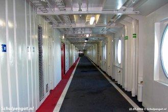 Ook het bovenste autodek van de Dokter Wagemaker is uitgevoerd met zijgangen aan weerszijden van het hoofdgedeelte van het rijdek.
