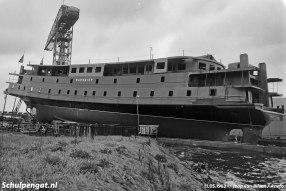 Op deze foto zien we de Marsdiep op de helling in Zaandam. Zusterschip Texelstroom liep van stapel zonder de voorsecties, in tegenstelling tot de Marsdiep.