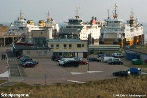 Veerbootdrukte bij 't Horntje, maar liefst drie TESO-veerboten zien we op deze foto uit 2006.