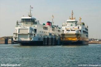 Hoewel de Schulpengat en de Molengat erg lijken op elkaar, zijn het geen zusterschepen. Dat werd temeer duidelijk toen de Schulpengat de nieuwe huisstijl kreeg aangemeten en de Molengat niet.