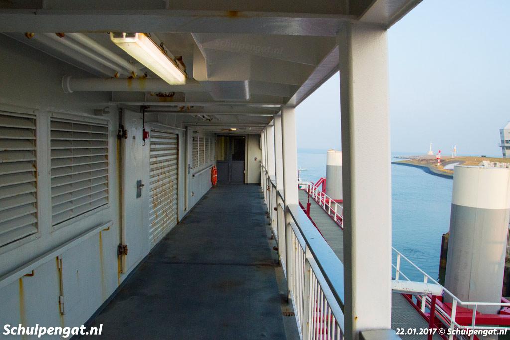 De dubbeldeksveerboot Schulpengat in de nieuwe fuik van Den Helder