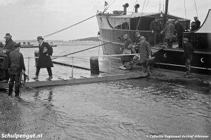 De Dageraad (1908) – Lossen bij hoogwater in 1930