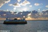 De schoonheid van het Marsdiep na een warme zomerdag. De TESO-veerboot Molengat vaart terug naar Texel.
