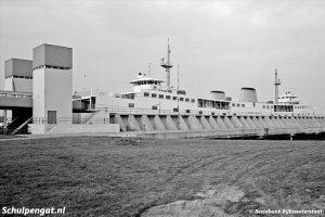 Dubbeldeksveerboot in Zeeland (1972)