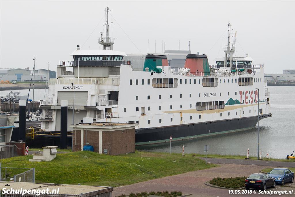 De noodaanlanding van Den Helder is niet de meest fotogenieke locatie waar een veerboot kan liggen, vooral niet op een grijze dag