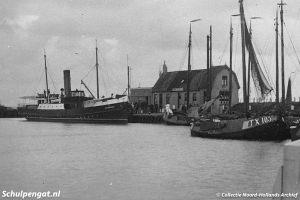 Oudeschild met de TESO-boot De Dageraad