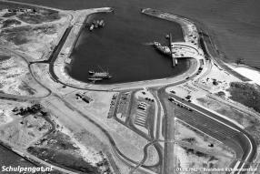De veerhaven van 't Horntje is in gebruik, TESO-veerboot De Dageraad meert af aan de nieuw aangelegde veerstoep.