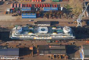 De veerboot Dokter Wagemaker ligt voor onderhoud bij scheepswerf Damen Shiprepair Amsterdam, voorheen Shipdock.
