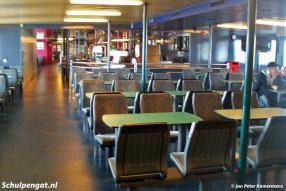 De salon van de Molengat met het buffet op de achtergrond.