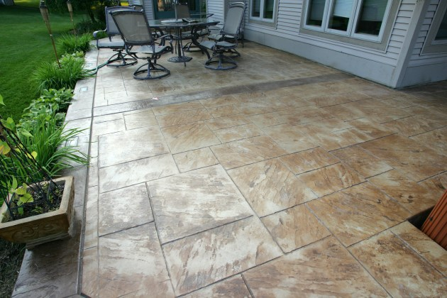 Patio in Large Ashlar with slate borders and bands