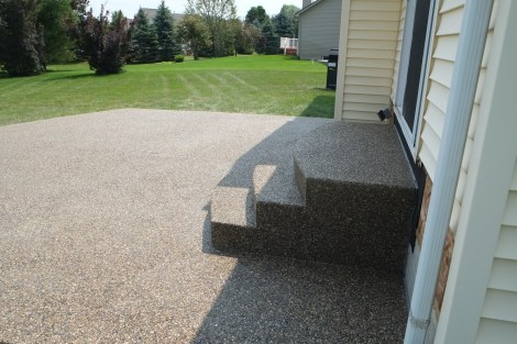 Exposed peastone Steps and patio