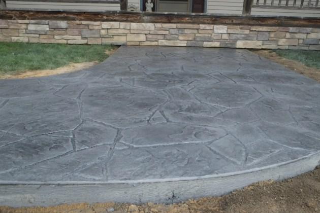 Arizona Flagstone sidewalk in Lt. gray intregal color and med. gray antique