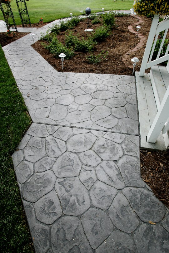 Random Stone stamped walkway in Lt. gray color hardner and dk. gray antique