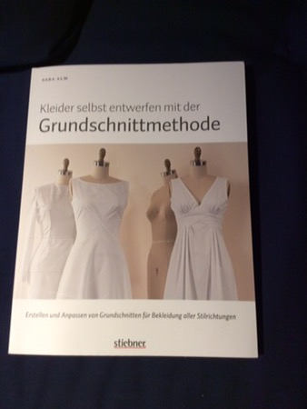Kleider selbst entwerfen mit der Grundschnittmethode | Schurrmurr