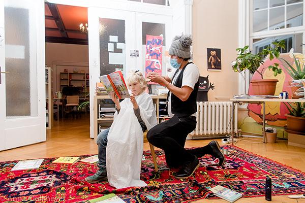 So echt wie ein neuer Haarschnitt – Vorlesetag mit dem Vorlesefriseur bei Klett Kinderbuch