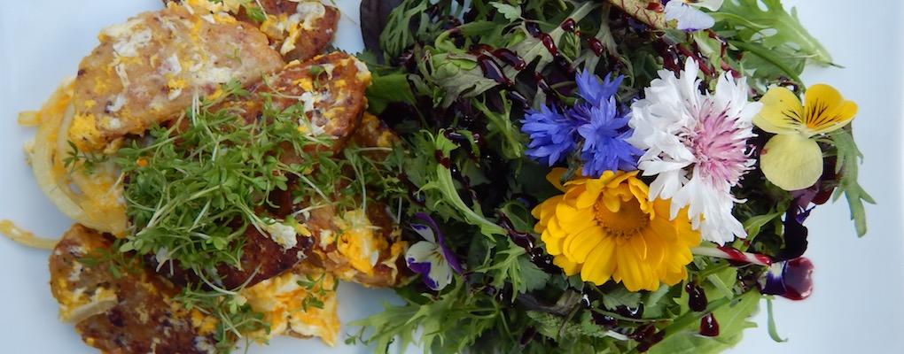 Blütensalat mit Kaspressknödeln