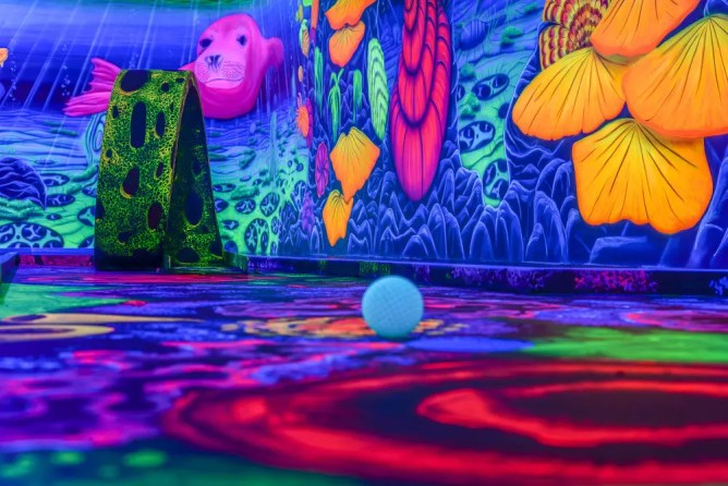 Black light park - the leisure and entertainment center