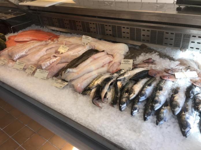 Tolle Fischauswahl. Für jeden ist etwas dabei. (Foto Fjällbacka Fiskaffär)