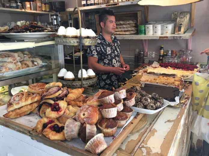 Allerhand Süsses und Pikantes steht für die Fika im Le Petit Café in Göteborg bereit. (Foto Andrea Ullius)