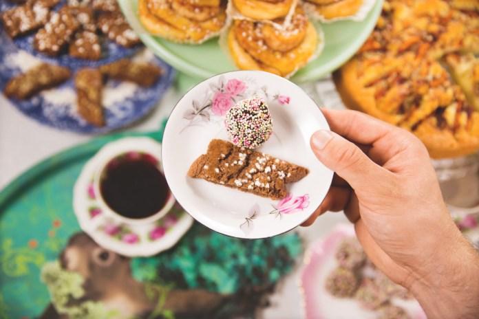 Sieben Sorten Kuchen gehören traditionell zur Sonntags-Fika. (Foto Susanne Walström/imagebank.sweden.se)