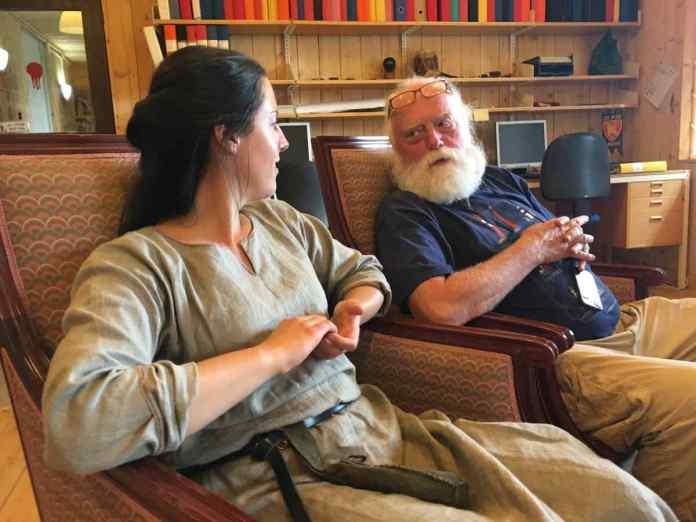 Mit Lieb und Seele Wikinger: Björn der Chef von Foteviken (rechts). (Foto Andrea Ullius)