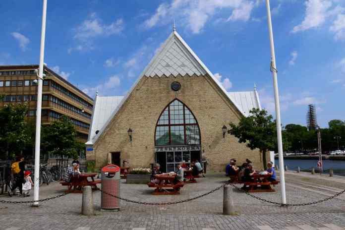 Ein imposantes Gebäude. Kein Wunder wird es auch als Fischkirche bezeichnet. (Foto: Andrea Ullius)