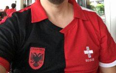 Ein Fan von Albanien und der Schweiz