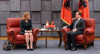 Beim Präsidenten Bujar Nushani