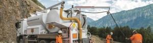 Gepumpter Srpengstoff, der in dafür ausgestatteten Camions transportiert wird, gehört zur Produktepalette der SSE. Quelle: Socété Suisse des Explosifs SA