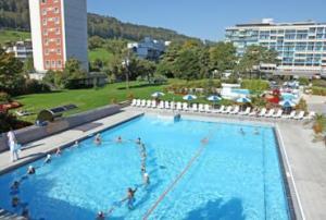 Das grosse Aussenschwimmbecken wird als letztes im Jahr 2016 saniert. Quelle: Thermalbad Zurzach AG